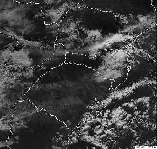 Imagem do satélite GOES 13/NOAA/EUA – Canal do Visível – dia 15/12/2014 – Hora local: 08:30 – Sul do Brasil