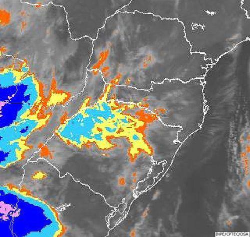 Imagem do satélite GOES 13/NOAA/EUA – Canal do Infravermelho + realce – dia 29/06/2015 – Hora local: 05:00 – Sul do Brasil.