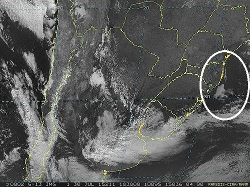 Imagem do satélite GOES 13/NOAA/EUA – Canal do Visível – dia 30/07/2015 – Hora local: 15:40 – Sul do Brasil.