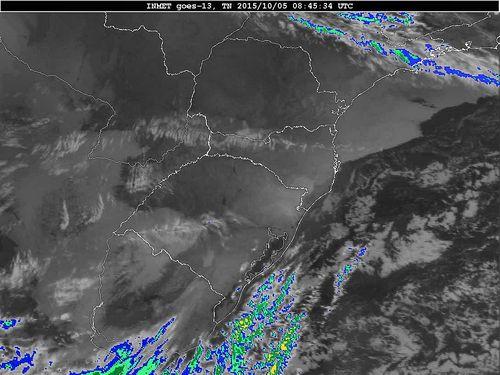 Imagem do satélite GOES 13/NOAA/EUA – Canal do Infravermelho + realce – dia 05/10/2015 – Hora local: 05:45 – Sul do Brasil.