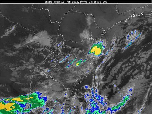Imagem do satélite GOES 13/NOAA/EUA – Canal do Infravermelho + realce – dia 06/10/2015 – Hora local: 05:45 – Sul do Brasil.