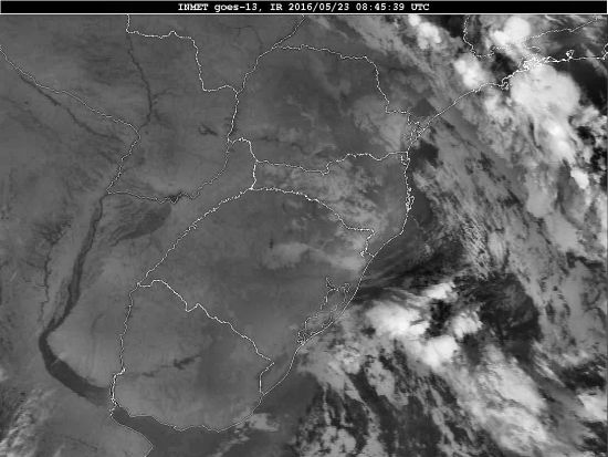Imagem do satélite GOES 13/NOAA/EUA – Canal do Infravermelho – dia 23/05/2016 – Hora local: 05:45 – Sul do Brasil. Fonte: Instituto Nacional de Meteorologia (INMET) modificado por LabClima/UNIVALI.